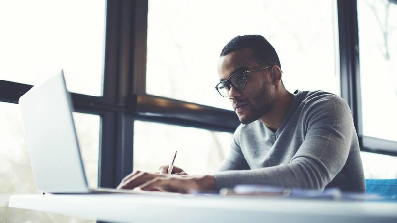 8 Tips To Host Online Training Webinars For Your Global Workforce